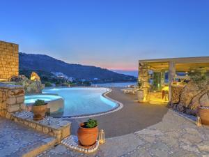 Eirini Luxury Hotel Villas, Villas  Grikos - big - 64