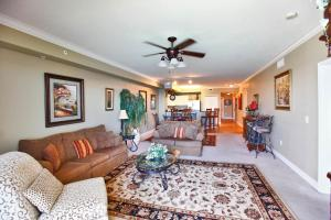 Three-Bedroom Apartment with Gulf View - 1902