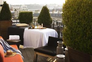 Hotel Marignan Champs-Elysées, Отели  Париж - big - 35