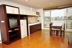 One Bedroom Riverfront