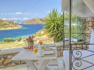Eirini Luxury Hotel Villas, Villas  Grikos - big - 80