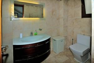 Villa Agios Ilias 2, Vily  Coral Bay - big - 13