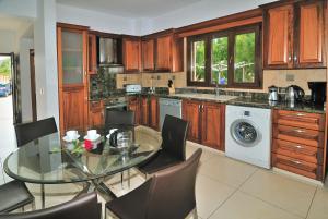 Villa Agios Ilias 2, Vily  Coral Bay - big - 6