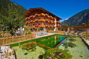 Landhotel Rauchenwalderhof - Hotel - Mayrhofen