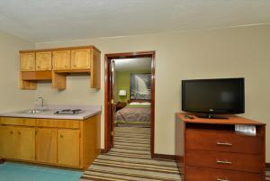 Two-Bedroom Suite with Jacuzzi - Non-Smoking