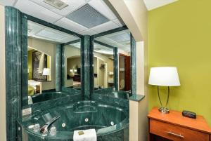 Business King Room with Jacuzzi - Non-Smoking