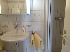 Chalet Blümlisalp, Apartments  Beatenberg - big - 5