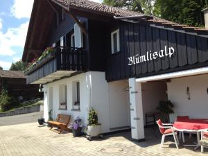 Chalet Blümlisalp, Apartmány  Beatenberg - big - 1