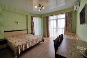Ostrov'OK, Hotely  Lazarevskoye - big - 4