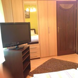 Nikola Apartman Udvari Medence Siófok, Apartments  Siófok - big - 16