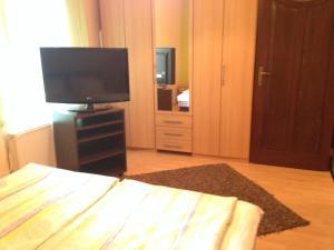 Nikola Apartman Udvari Medence Siófok, Apartments  Siófok - big - 11