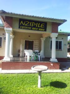 Nzipile Executive Guest House, Bed and breakfasts  Chingola - big - 28
