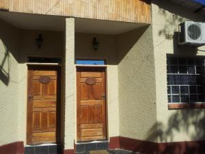 Nzipile Executive Guest House, Bed and breakfasts  Chingola - big - 5
