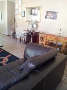 Nzipile Executive Guest House, Bed and breakfasts  Chingola - big - 20