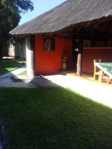 Nzipile Executive Guest House, Bed and breakfasts  Chingola - big - 27