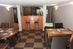 Villa Anastazis - Penzion Eden, Guest houses  Karlovy Vary - big - 125