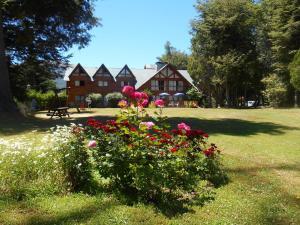 Hosteria Pichi Rincon, Penziony – hostince  Villa La Angostura - big - 1