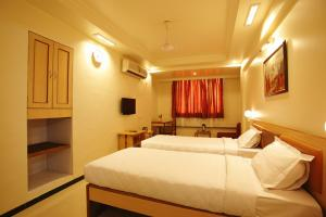 Hotel Suyash Deluxe, Отели  Пуне - big - 17