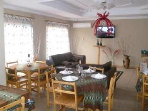 Nzipile Executive Guest House, Bed and breakfasts  Chingola - big - 1