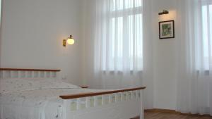 Holiday Apartment II, Apartments  Karlovy Vary - big - 12