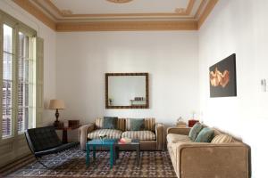 Six-Bedroom Apartment 1º 2ª