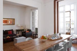 Six-Bedroom Apartment 3° 1ª