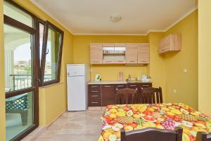 Evi Apartments 2, Apartmanok  Pomorie - big - 10