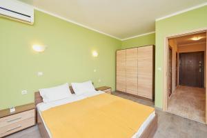Evi Apartments 2, Apartmanok  Pomorie - big - 41