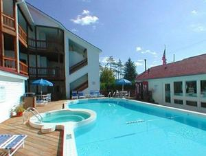The Beach Condominium Hotel Resort, Aparthotels  Traverse City - big - 11