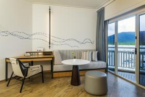Executive Marina Room