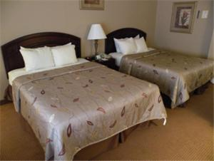 Queen Room with Two Queen Beds - Freeway Side/Non-Smoking