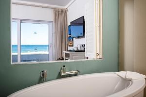 Luxe Driepersoonskamer met Uitzicht op Zee - Begane Grond