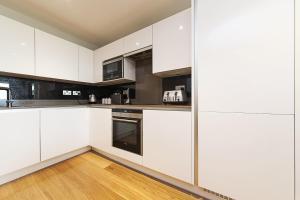 Pinnacle Residences - Central Cambridge, Apartmanok  Cambridge - big - 93