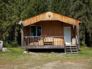Bungalow with Fan- Bob's Cabin