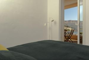 Appartement avec terrasse, sur le port, pieds dans l'eau, Apartments  Cassis - big - 34