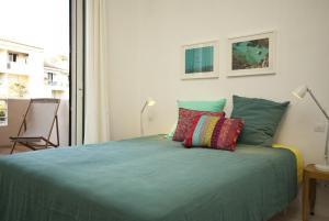 Appartement avec terrasse, sur le port, pieds dans l'eau, Apartments  Cassis - big - 29