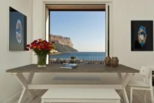 Appartement avec terrasse, sur le port, pieds dans l'eau, Apartments  Cassis - big - 27