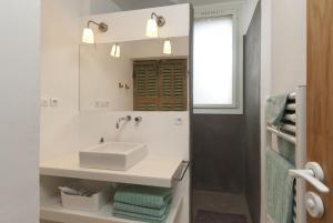 Appartement avec terrasse, sur le port, pieds dans l'eau, Apartmanok  Cassis - big - 22