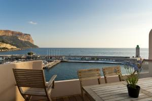 Appartement avec terrasse, sur le port, pieds dans l'eau, Apartments  Cassis - big - 18