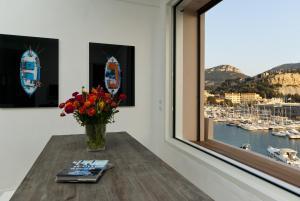 Appartement avec terrasse, sur le port, pieds dans l'eau, Apartmanok  Cassis - big - 16