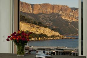 Appartement avec terrasse, sur le port, pieds dans l'eau, Apartments  Cassis - big - 14