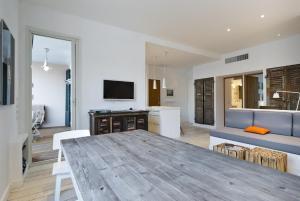 Appartement avec terrasse, sur le port, pieds dans l'eau, Apartmanok  Cassis - big - 7
