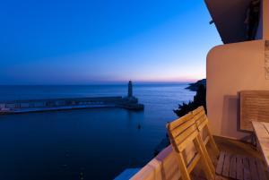 Appartement avec terrasse, sur le port, pieds dans l'eau, Apartmanok  Cassis - big - 8