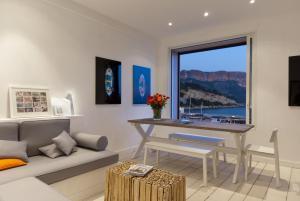 Appartement avec terrasse, sur le port, pieds dans l'eau, Apartmanok  Cassis - big - 6