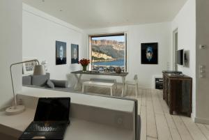 Appartement avec terrasse, sur le port, pieds dans l'eau, Apartments  Cassis - big - 5