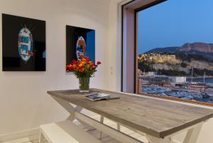 Appartement avec terrasse, sur le port, pieds dans l'eau, Apartmanok  Cassis - big - 4