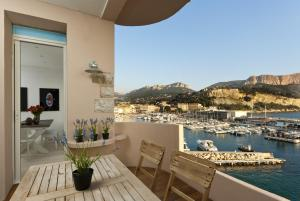 Appartement avec terrasse, sur le port, pieds dans l'eau, Apartmanok  Cassis - big - 3