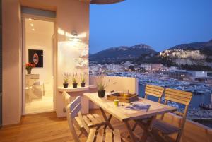 Appartement avec terrasse, sur le port, pieds dans l'eau, Apartmanok  Cassis - big - 1