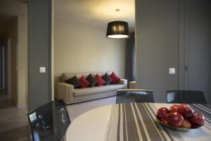 Family Three-Bedroom Apartment Gran Via