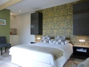 La Maison Forte, Bed & Breakfast  Montaut - big - 39